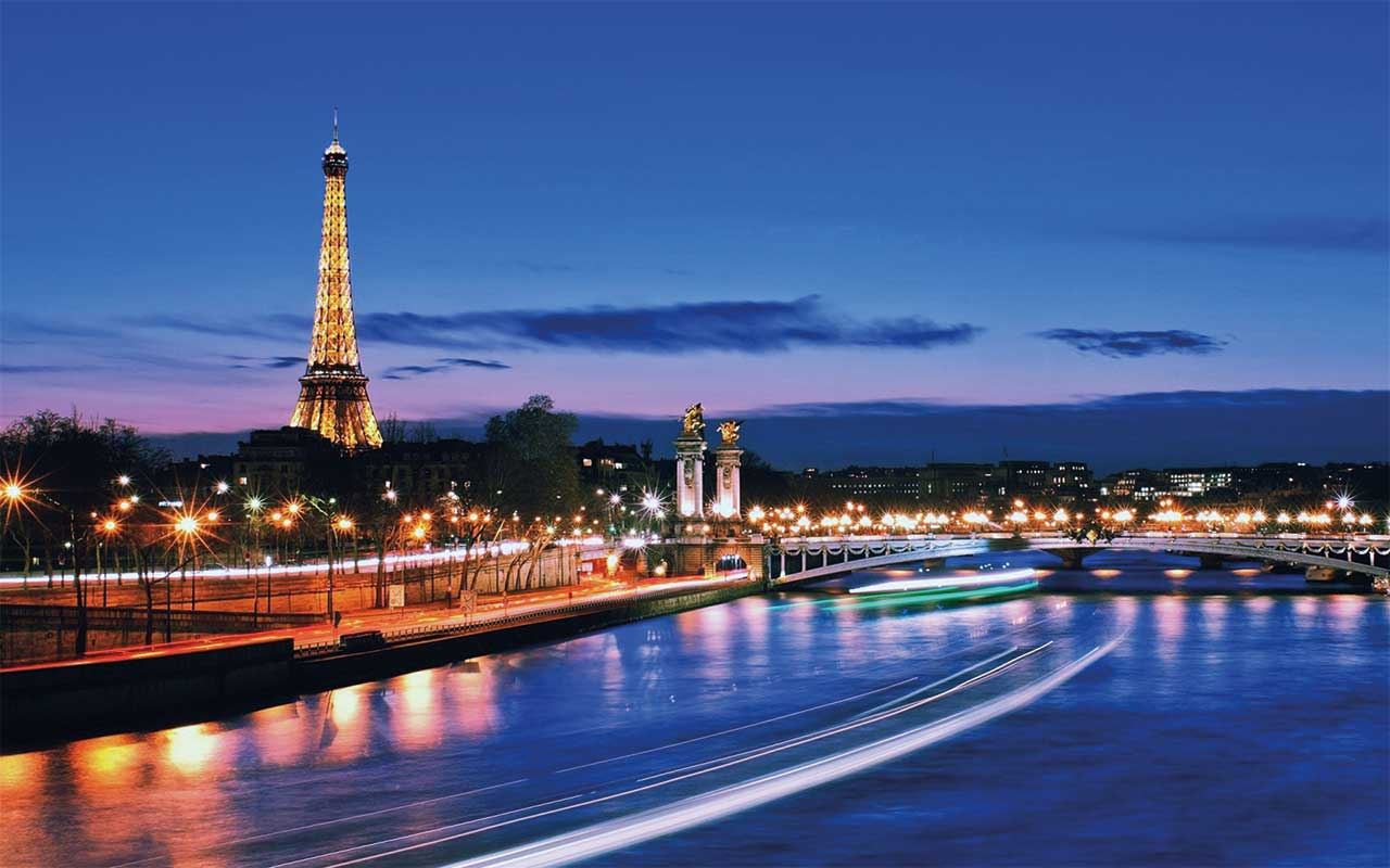 You haven't seen the City of Light until you've seen the city at night.