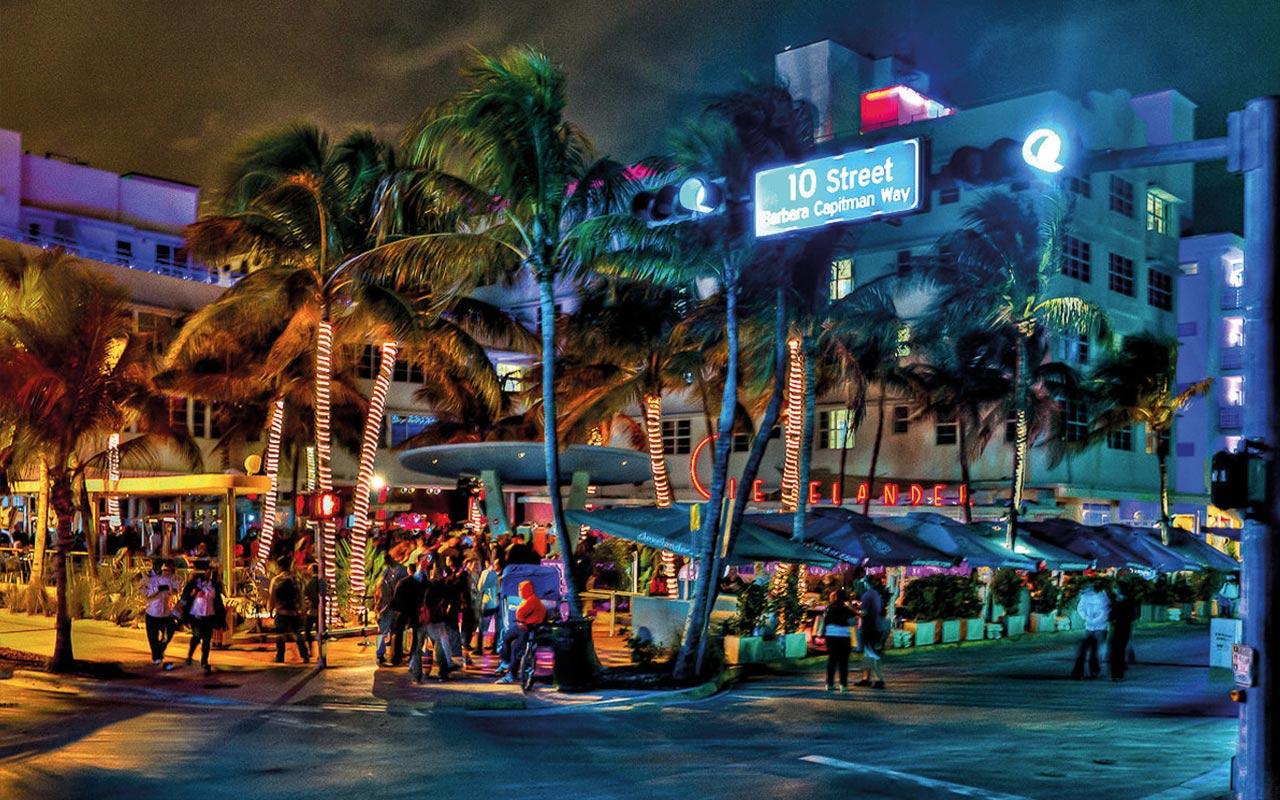 Das Hotel Clevelander liegt direkt am Ocean Drive und lädt zum Essen und Feiern ein. Fast täglich finden hier Day- und Nightparties statt.