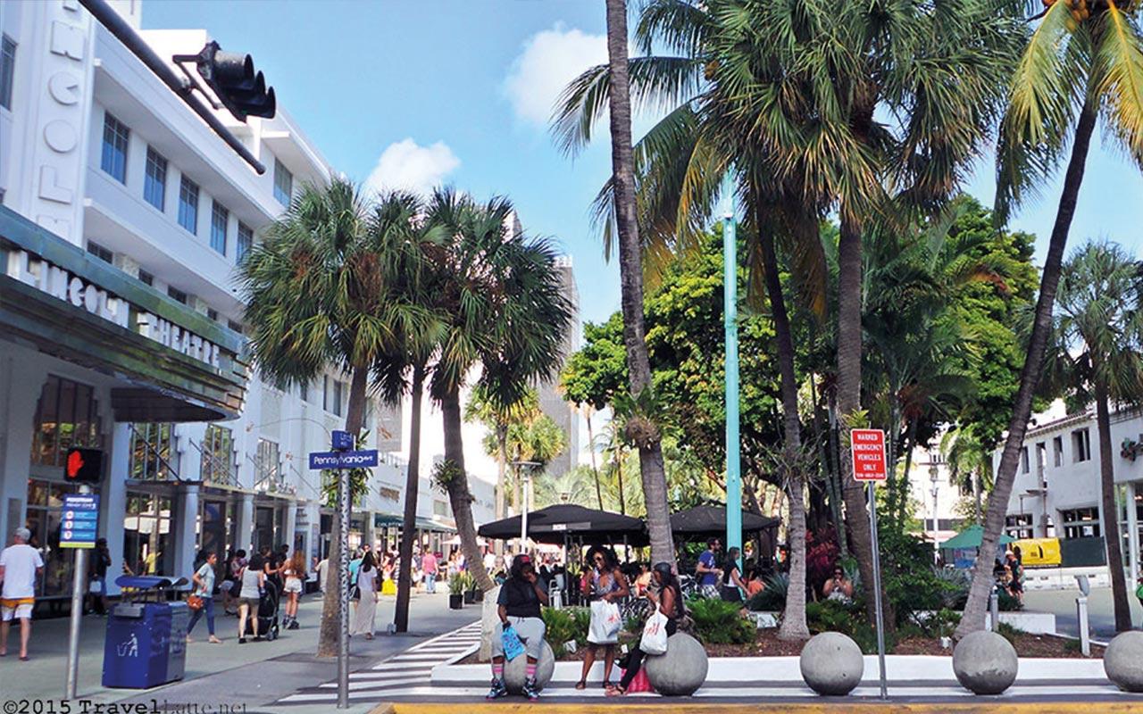 Wie der Rest von South Beach ist die Lincoln Road voller Leben, frabenfroh und bietet eine Fülle an Möglichkeiten. Das Spezielle daran, sie ist vollständig den Fussgängern vorbehalten.